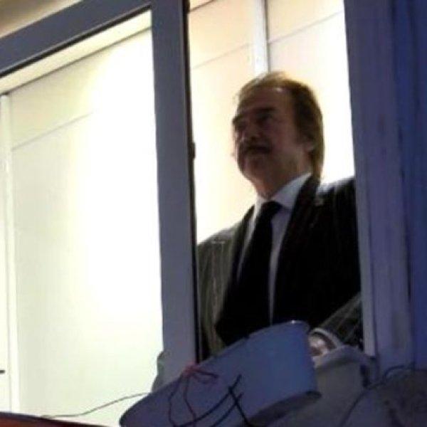 Orhan Gencebay da pencerede İstiklal Marşı okudu