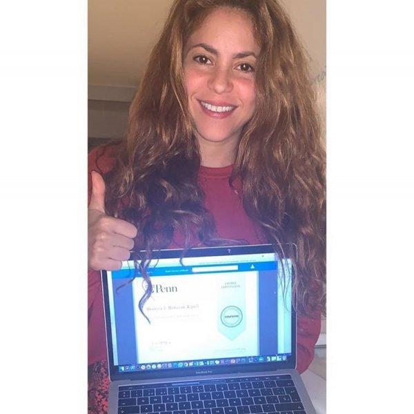 Shakira mezun oldu